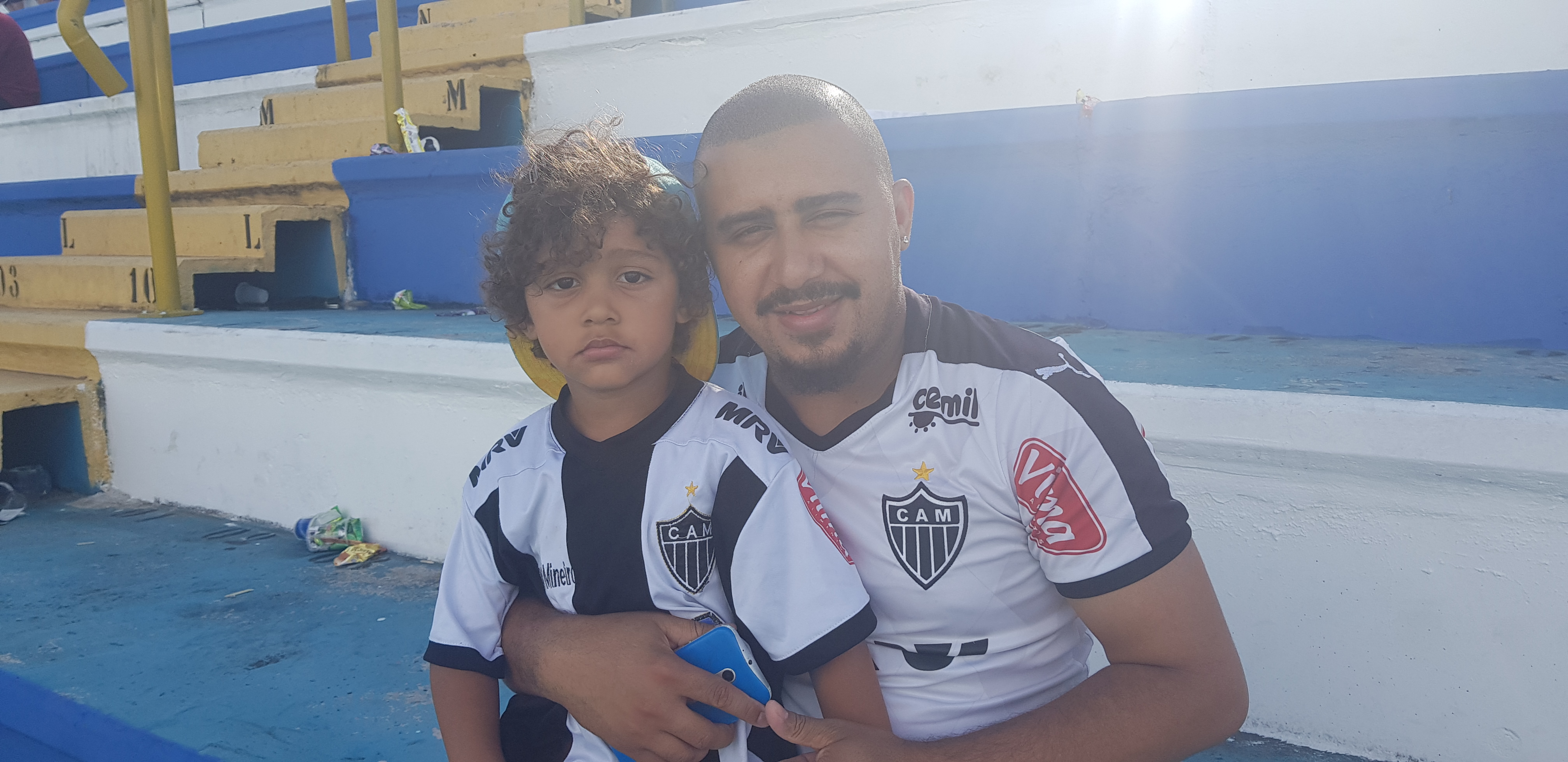 Wesley Alves Pereira, 27, came to watch Copinha at the Diadema stadium, with his son Victor