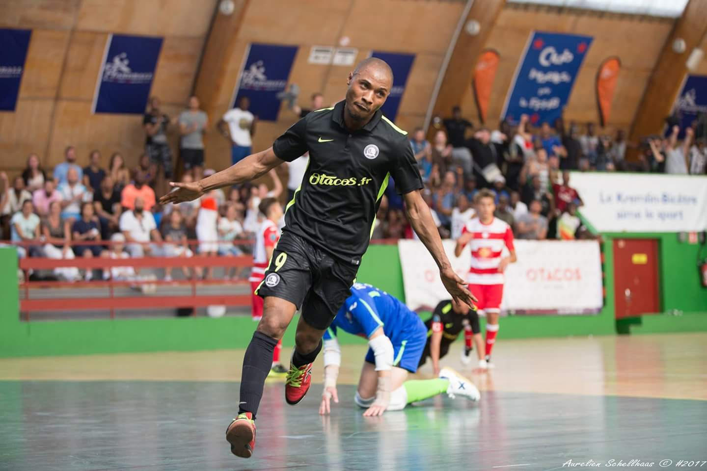 Chimel Kiala Vita scoring for his Futsal club, Kremlin-Bicetre United