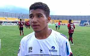 Romarinho, from River do Piauí, giving an interview after a Copinha game