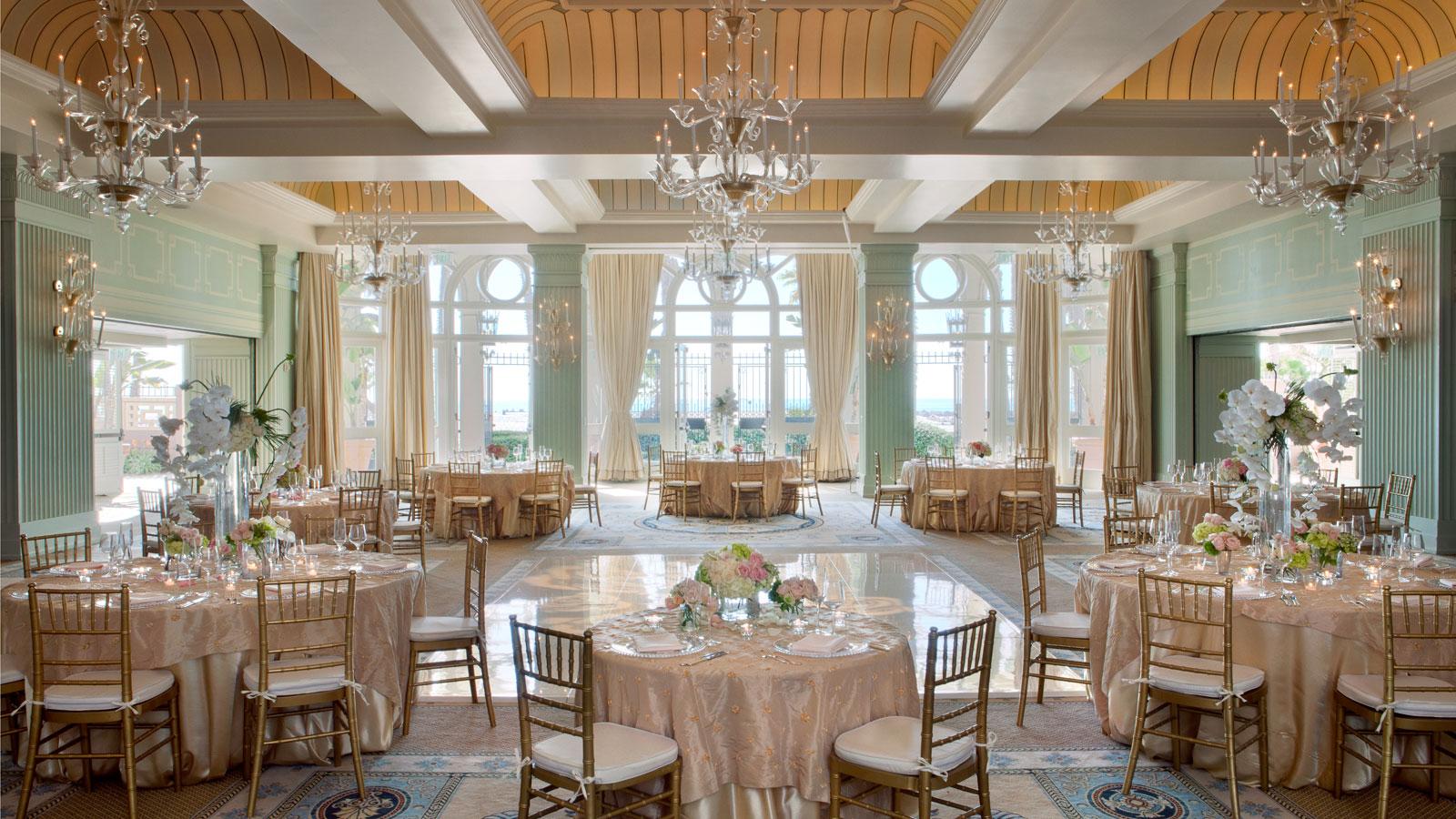Colonnade ballroom with spa in casa arredamento - Spa in casa arredamento ...