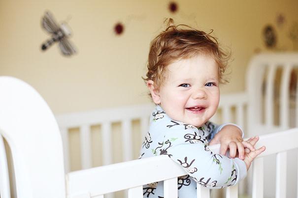 ¿El bebé suele hablar sólo por las noches?