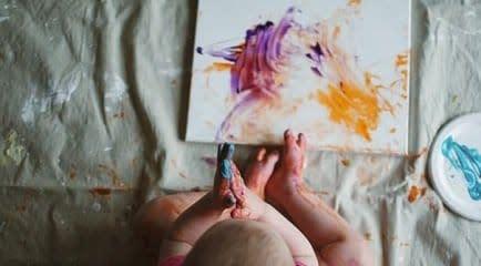 Actividades para bebés: diversión con pintura para dedos