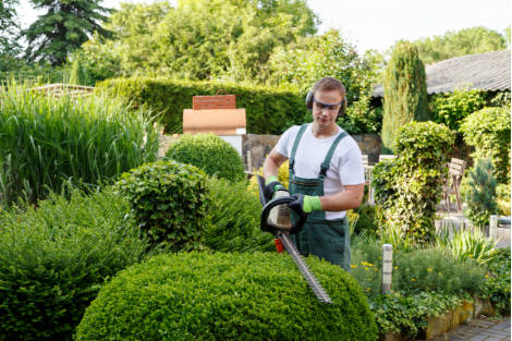 Three Things To Know About Using An Answering Service For Landscapers