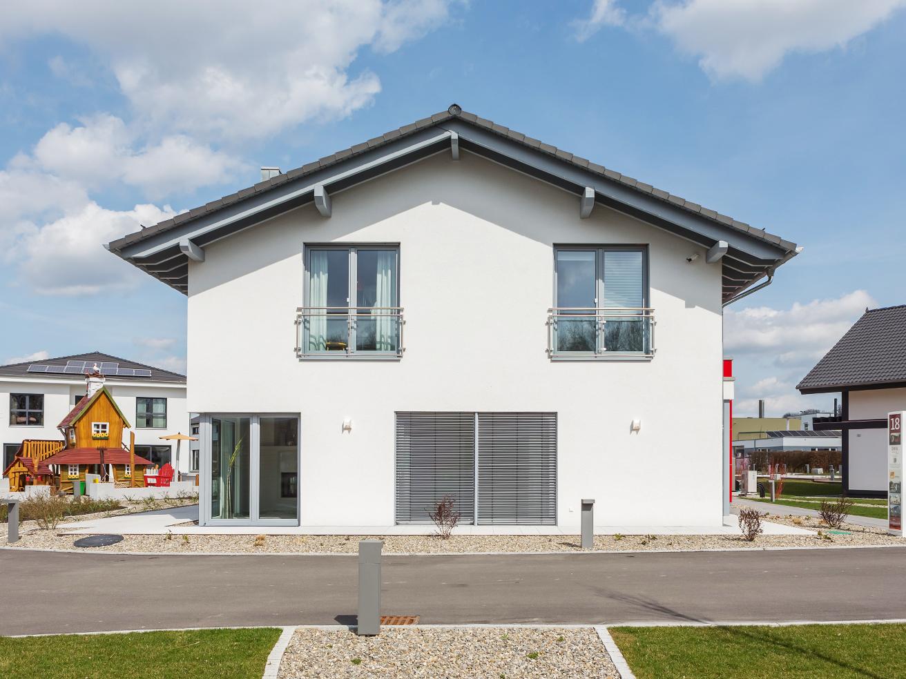 Generationenhaus Mit Satteldach Und Anbaustein Satteldach