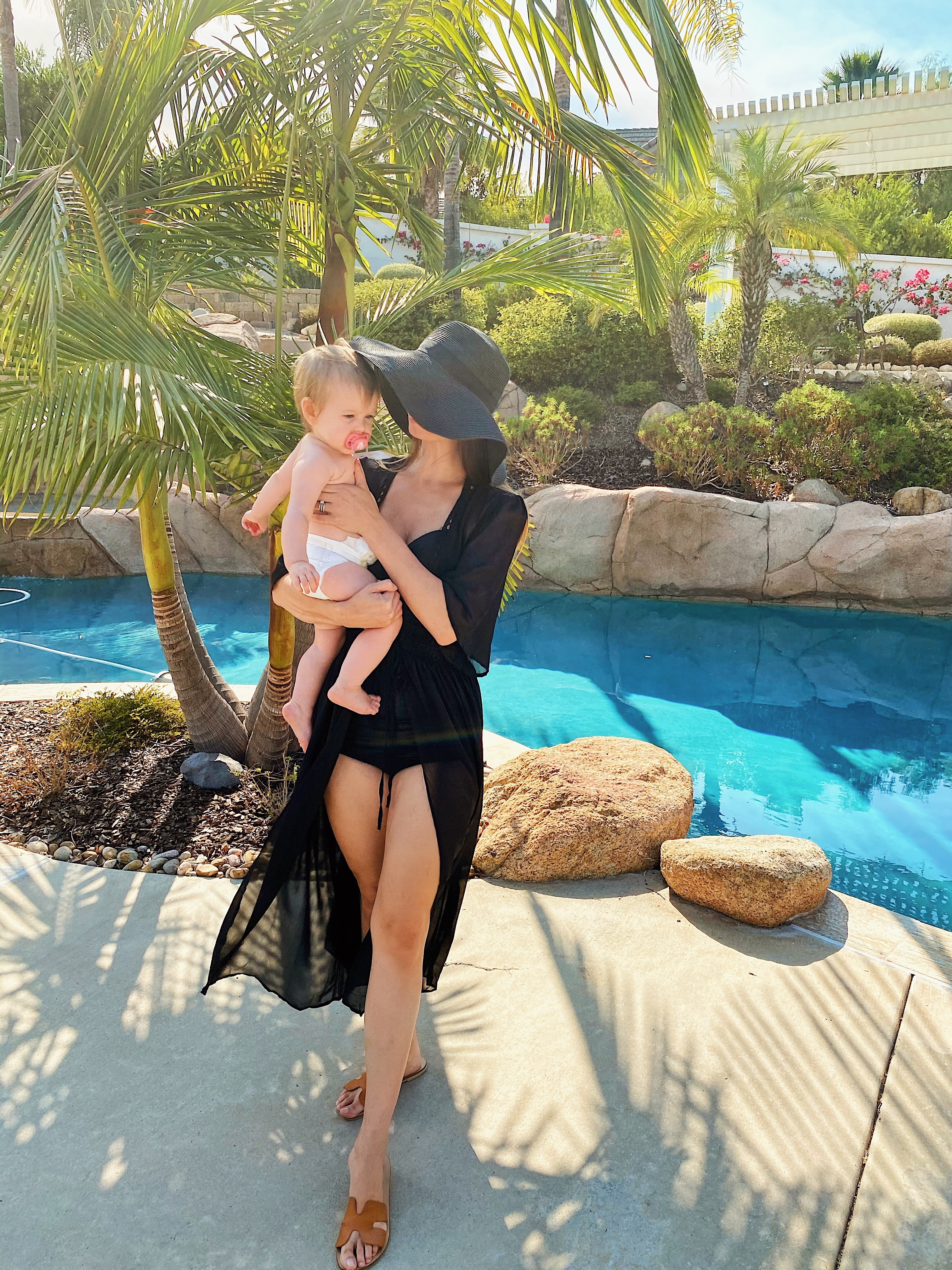 Fashion-swimwear-black vintage retro swimsuit wit long black chiffon swimsuit cover large black floppy hat classic all black pool look beach outfit mother daughter mother baby photos