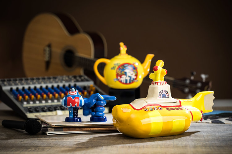 The Beatles Yellow Submarine Sculpted Cookie Jar, Salt & Pepper Shaker and Teapot
