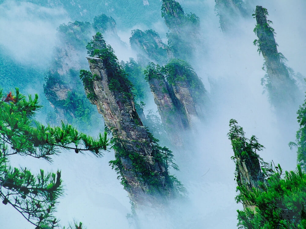 Zhangjiajie-Hunan-avatar-mountains