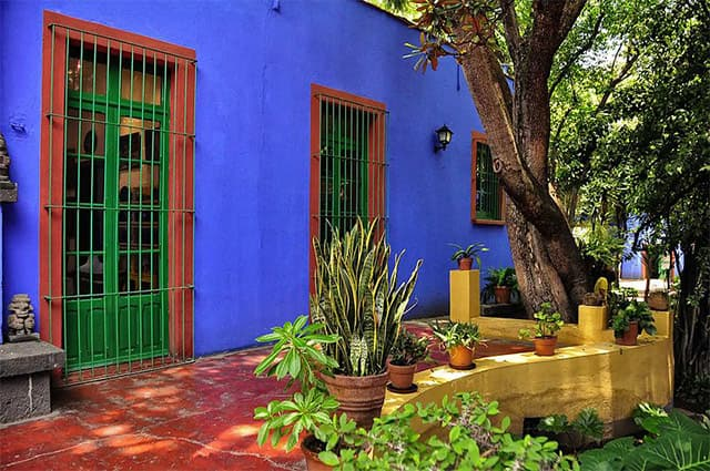 frida-kahlo-blue-house