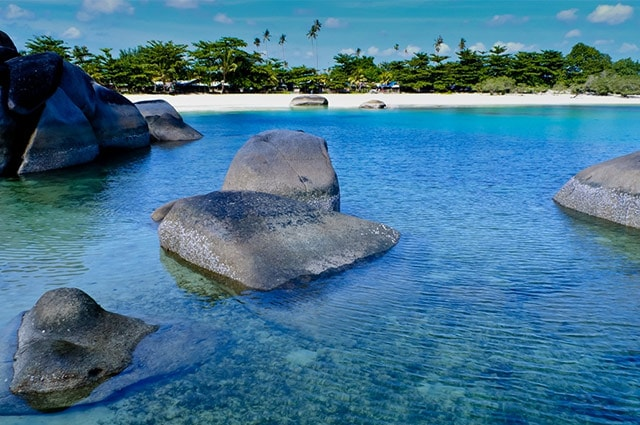 rock-pools-beach-sumatra-min
