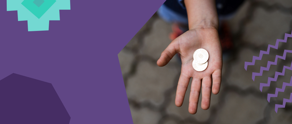 a hand holding a coin pago facil