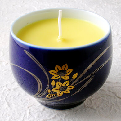 DIY candle in blue tea cup