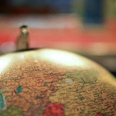 Devinette : quel pays compte 840 langues ?