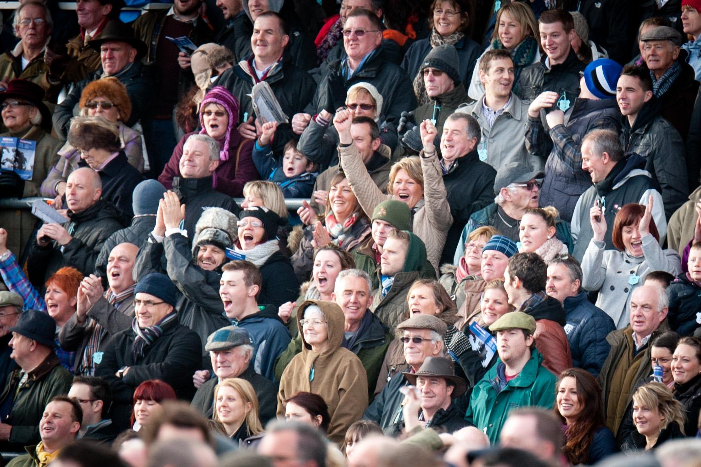 Taunton 2012   racingfotos   crowd