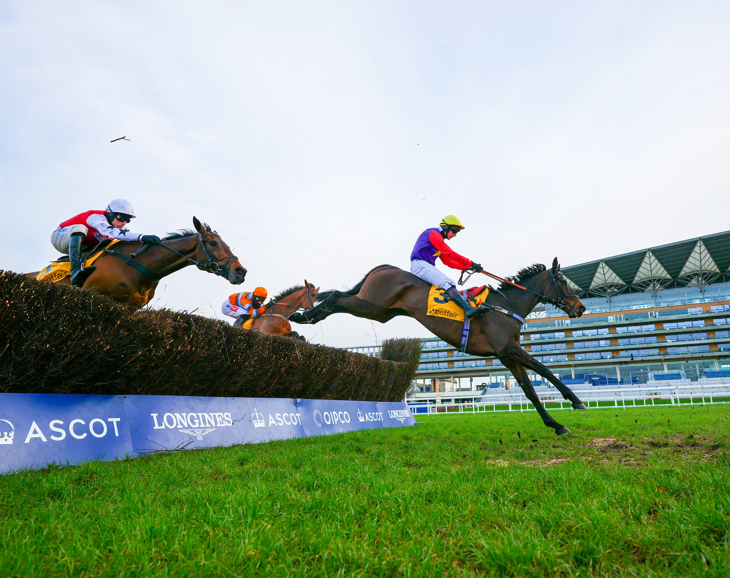 Dashel Drasher en route to victory in the Ascot Chase (Pic: Focusonracing)