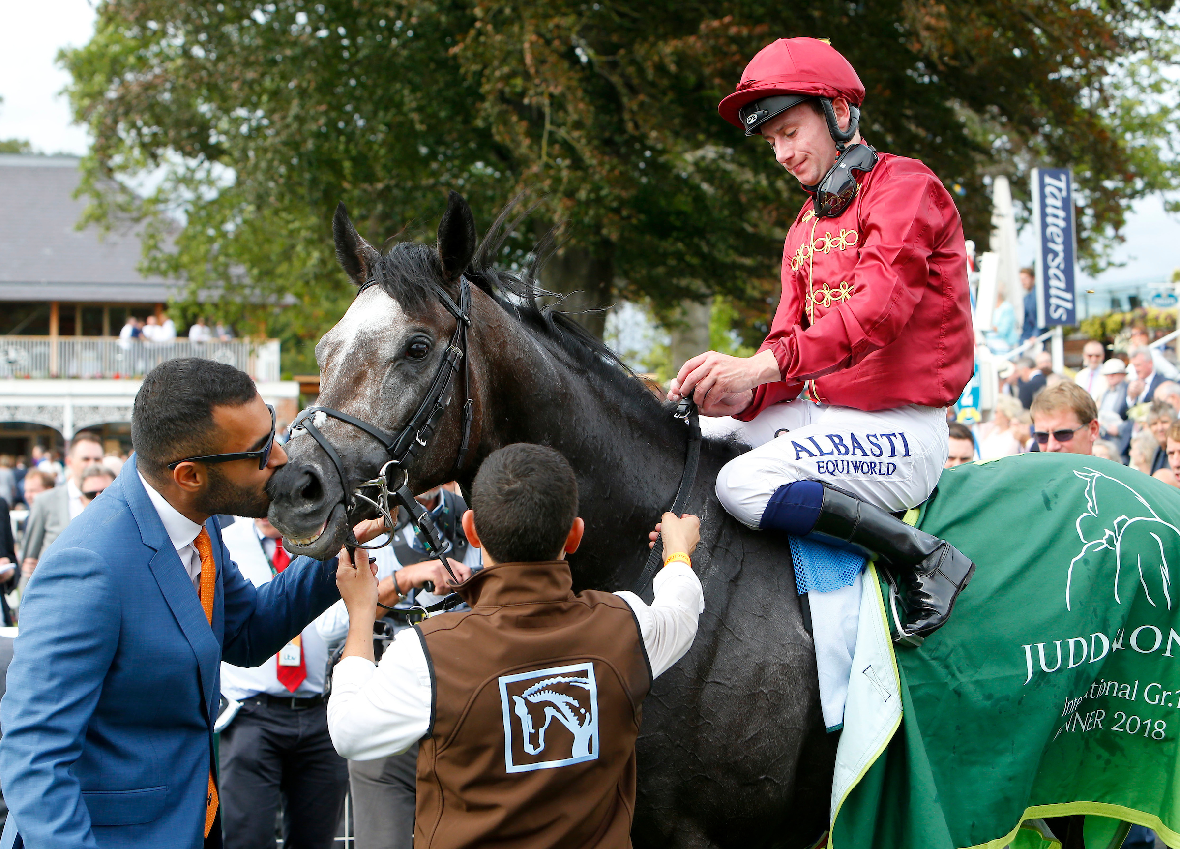 Sealed with a kiss: Sheikh Fahad celebates the victory of Roaring Lion. (Focusonracing)