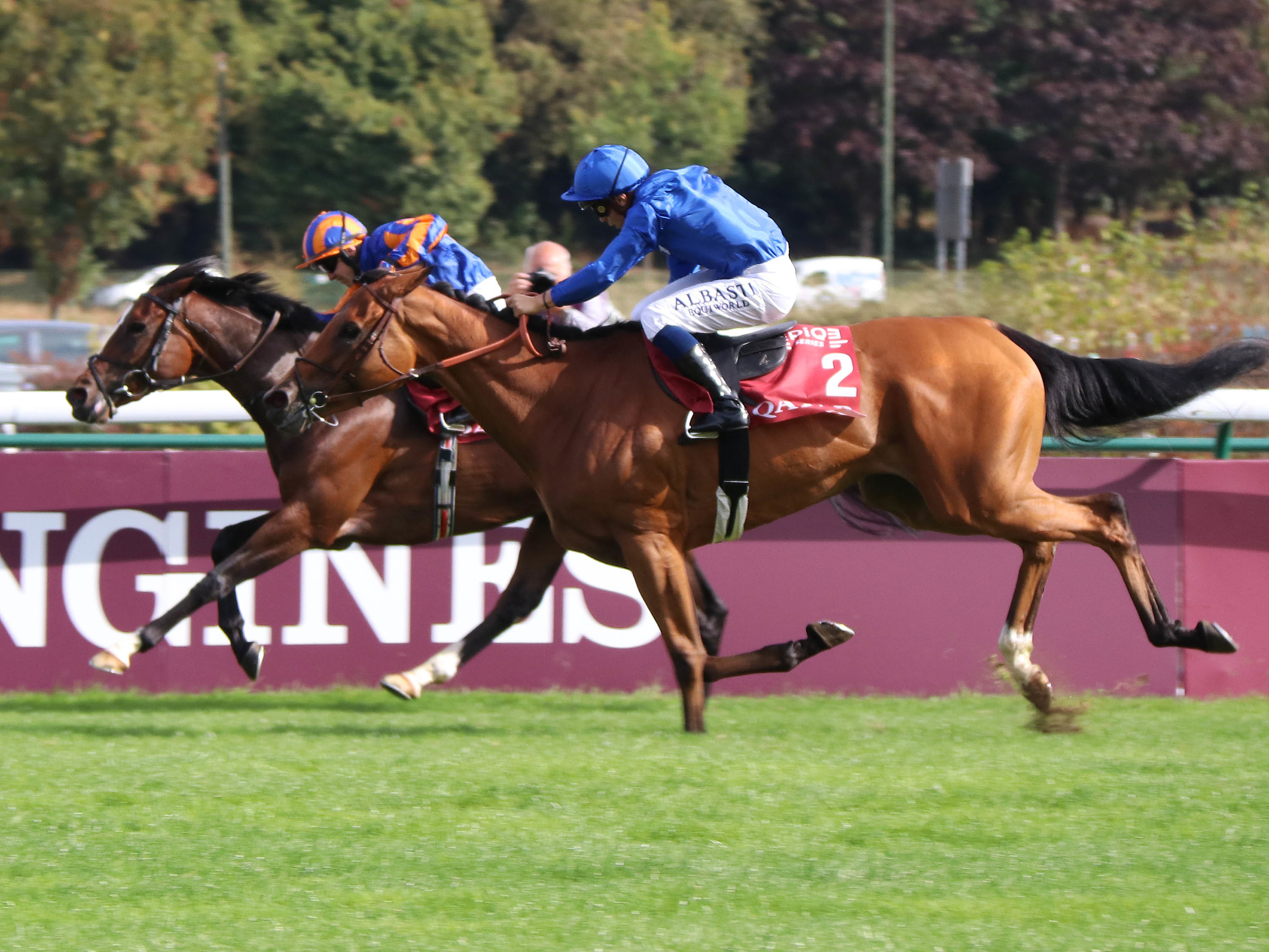 Kitesurf is about to overhaul Magic Wand in the Prix Vermeille. (Focusonracing)