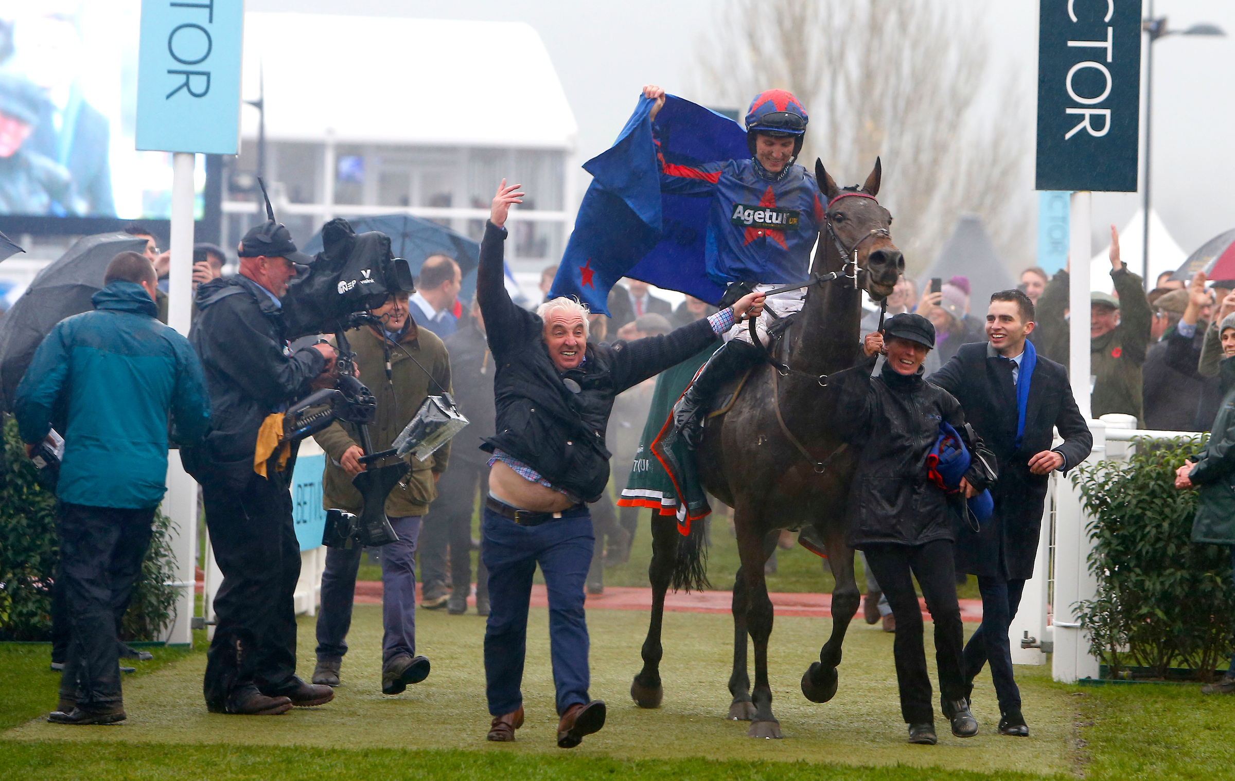 Splash Of Ginge returns in glory after winning the BetVictor Gold Cup last year (Focusonracing)