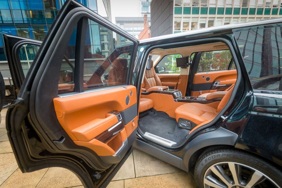 Range Rover meeting room (exclusive to Neo customers)