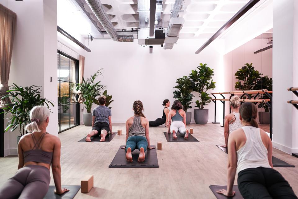Bloc yoga class