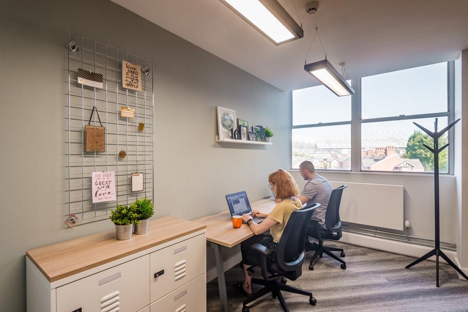 2 desk serviced office