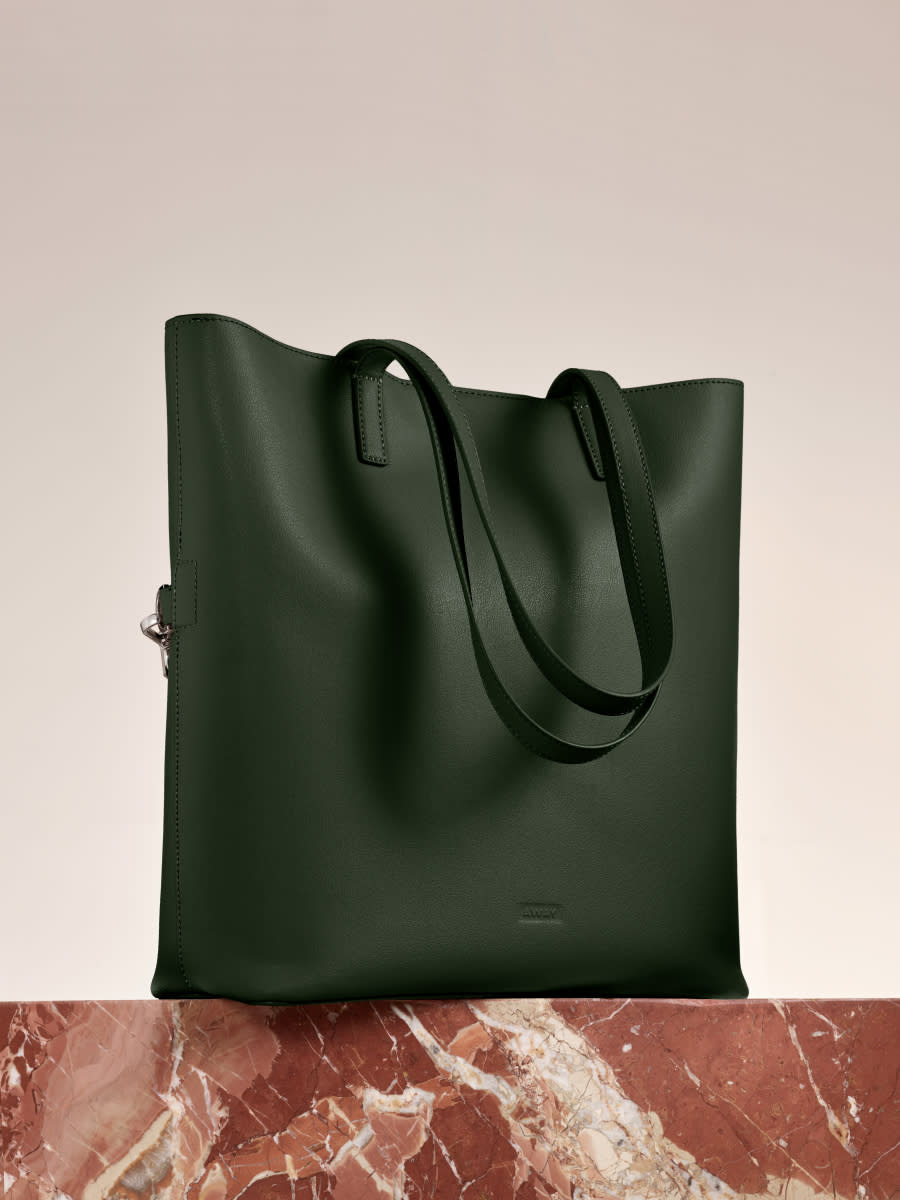 The Longitude Tote in Pine leather