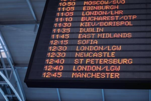airport-departures-board-aardy-img-travel-se