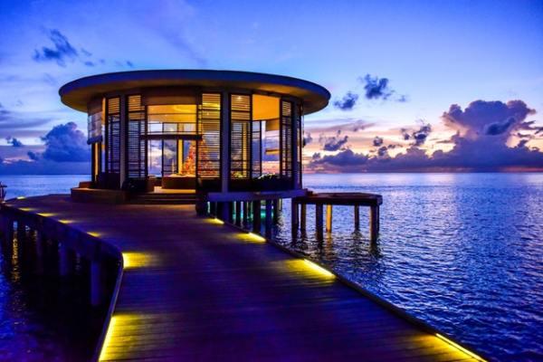 airbnb-overwater-round