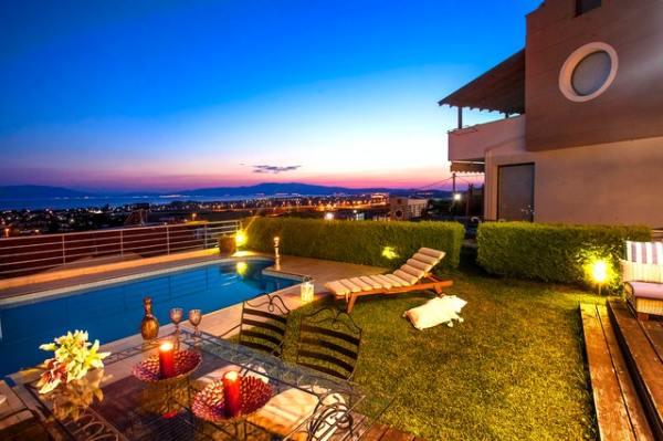 airbnb-backyard-night