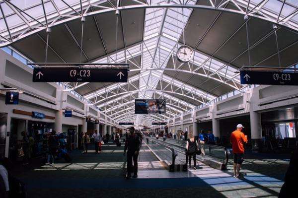 people-inside-a-terminal-airport-1115358