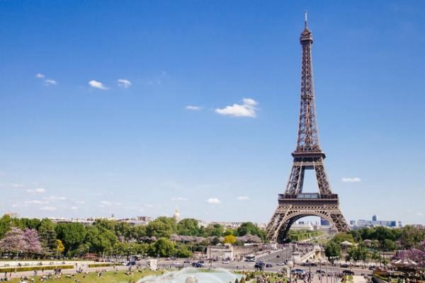 vantage-travel-aardy-paris-eiffel-tower
