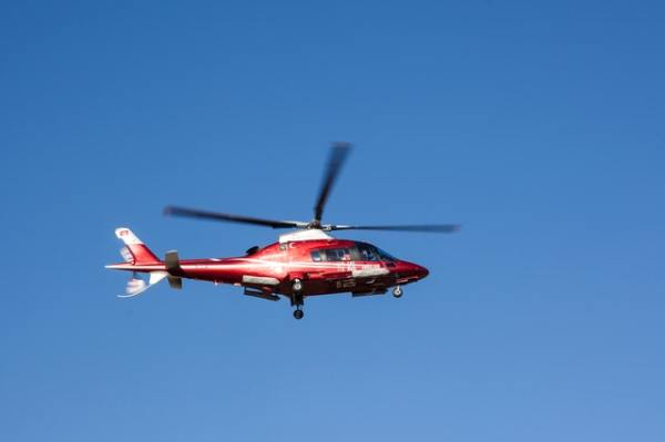 flying-red-and-white-helicopter-1486842
