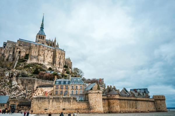 vantage-travel-aardy-normandy-castle