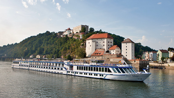 grand-circle-cruise-boat