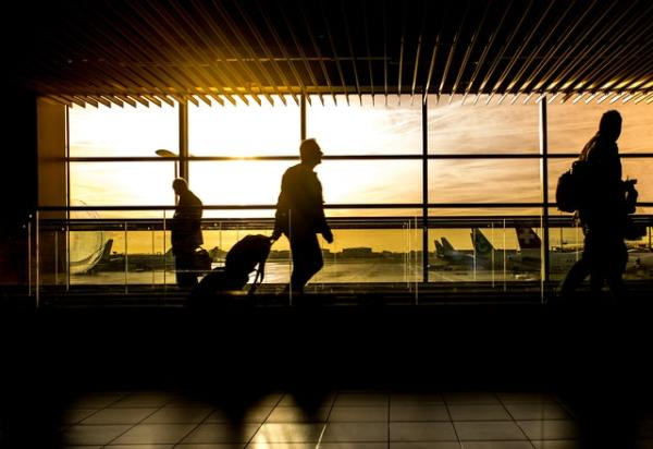holiday-travel-airport-sunset