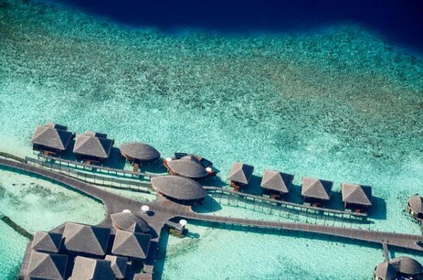 airbnb-maldives-overhead