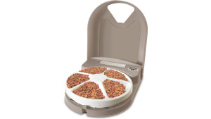 automatic pet feeder rotates at the same time every day to feed your pet