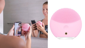 textured battery powered face cleanser with silicone grooves