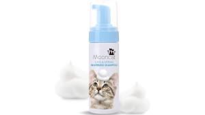 waterless cat bath formula works like a dry shampoo on fur