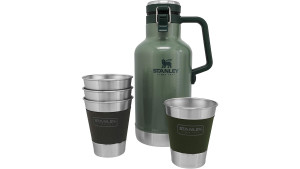 beer growler with a set of four cups