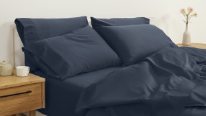 percale weave organic cotton sheet set comes with a fitted sheet, top sheet, and pillowcases