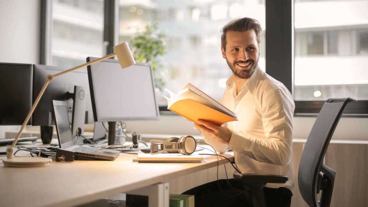 Employee Handbook Sample: What to include?