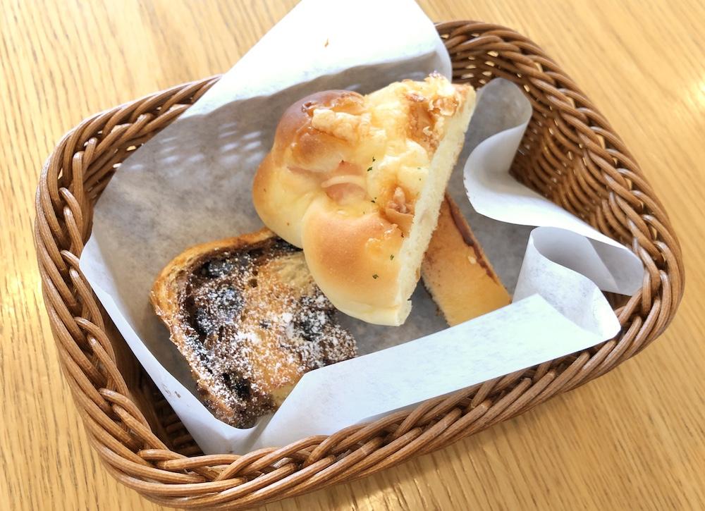 アンティークの食べ放題のパン