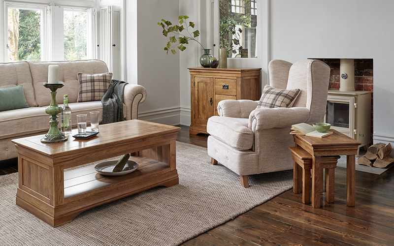 Rustic Farmhouse Living Room Design, Country Themed Furniture