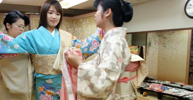 kimono rental experience family-friendly family fukuoka japan