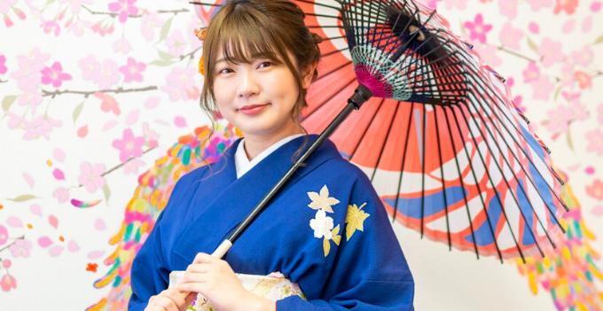 kimono rental experience japan osaka umbrella sakura cherry blossom