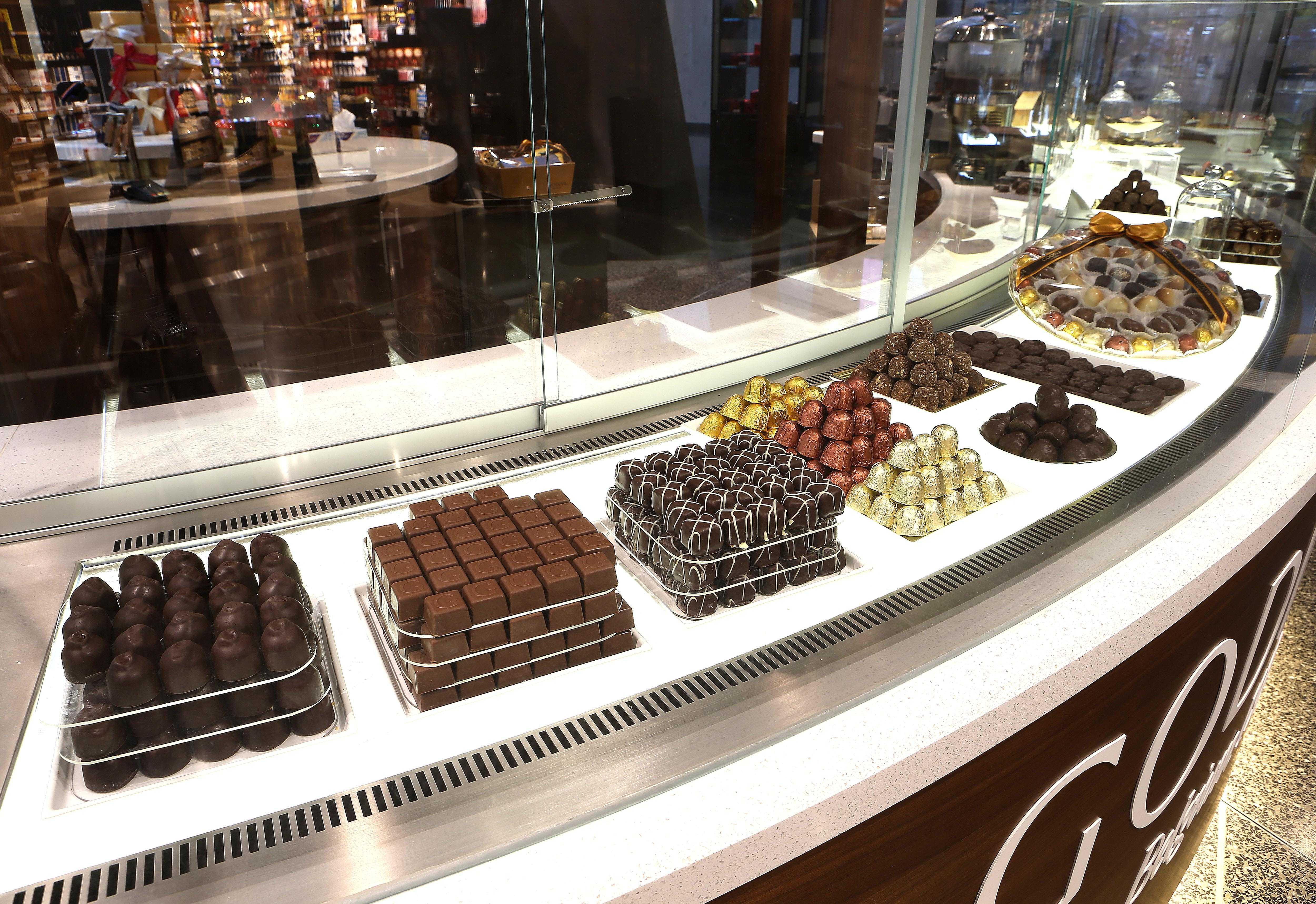 godiva chocolate store display