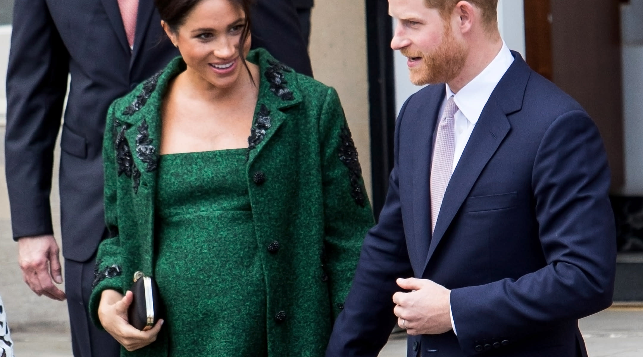 meghan markle is urged not to do traditional post birth photo