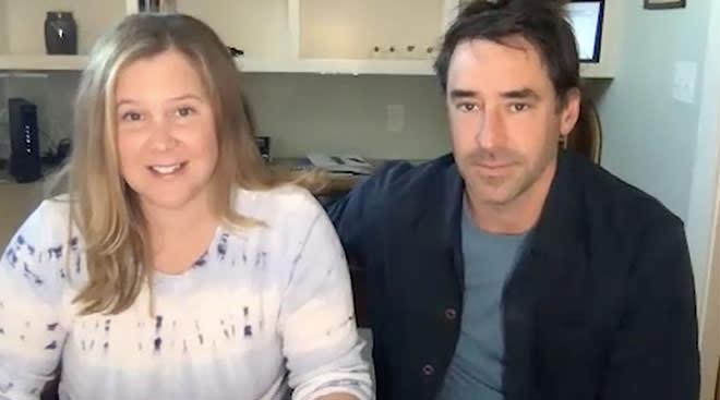 amy schumer announces she's pregnant