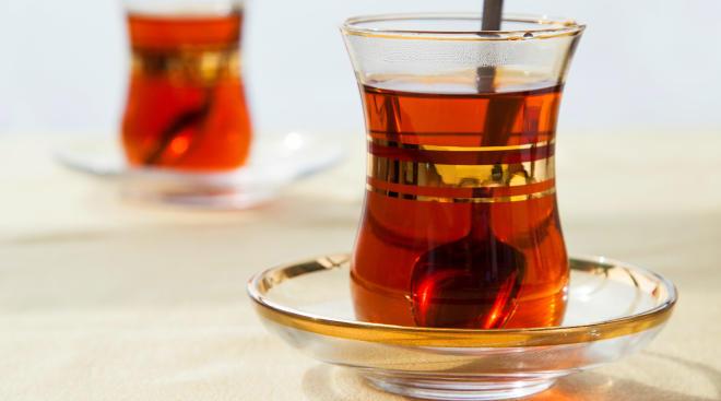 red raspberry leaf tea in glass