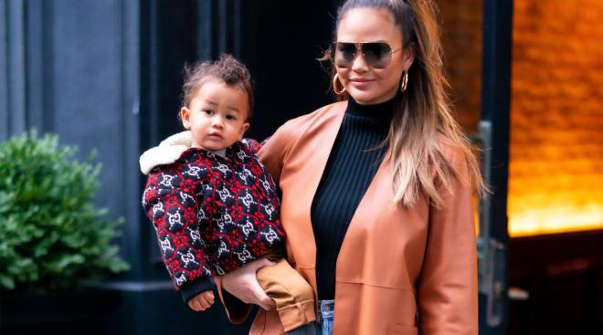 chrissy teigen holding her toddler daughter